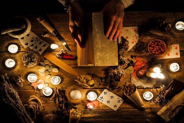 tarot, ljubavni tarot, magija, uroci, spajanje partnera, tarot za ljubav, tarot majstor, tarot centar, zaštita od uroka, imate li urok, kako preboljeti i zaboraviti nekoga